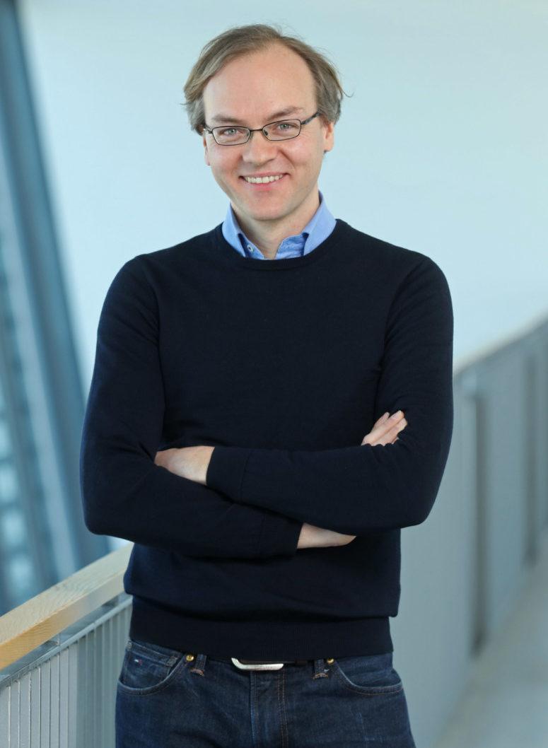 Dr. Sebastian Schuol